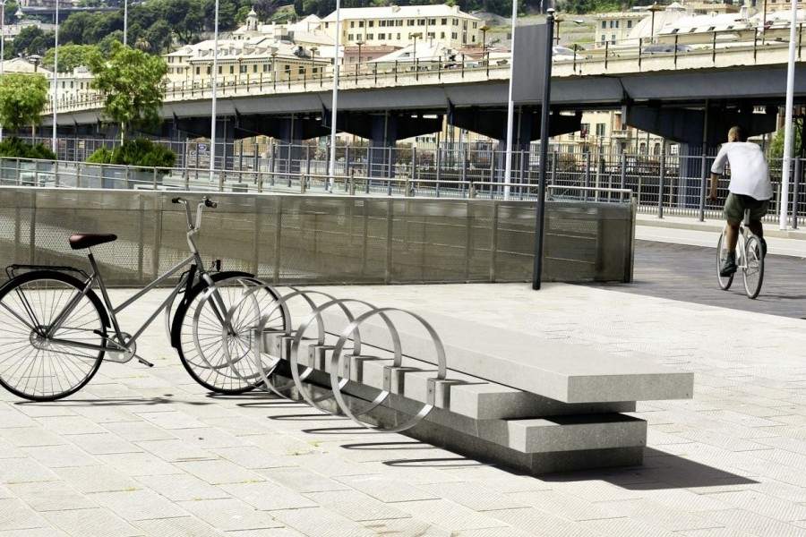 <span>Blockx Bike</span><i> →</i>