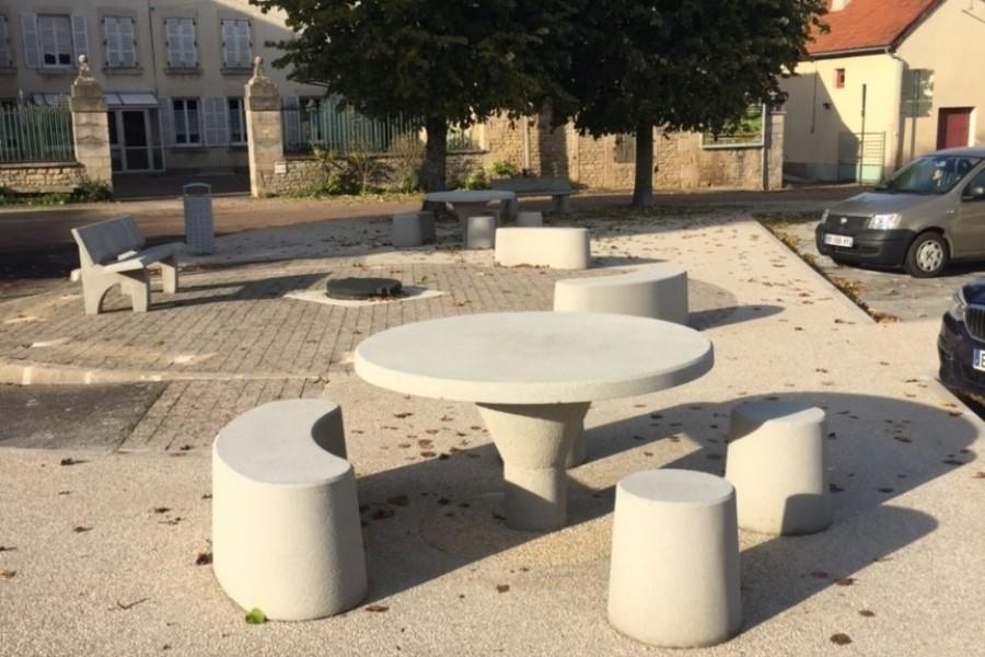 <span>Table ronde</span><i> →</i>